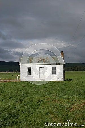 petite maison dans la campagne images libres de droits image 6924949. Black Bedroom Furniture Sets. Home Design Ideas