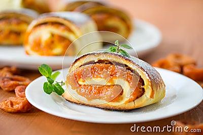 Petits pains doux avec des abricots
