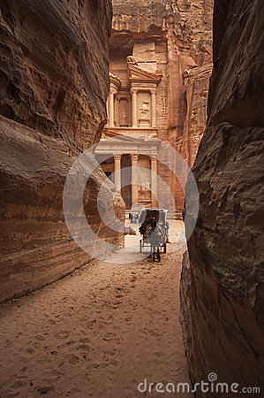 Free PETRA/JORDAN 5TH JANUARY 2007 - Horse And Buggy Ferries Tourists Stock Photo - 55327100