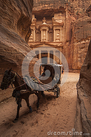 Free PETRA/JORDAN 5TH JANUARY 2007 - Horse And Buggy Ferries Tourists Royalty Free Stock Image - 55327146