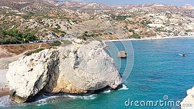 Petra Tou Romiou Rock van de Griekse, of Aphrodite's Rock district Paphos, Cyprus stock video