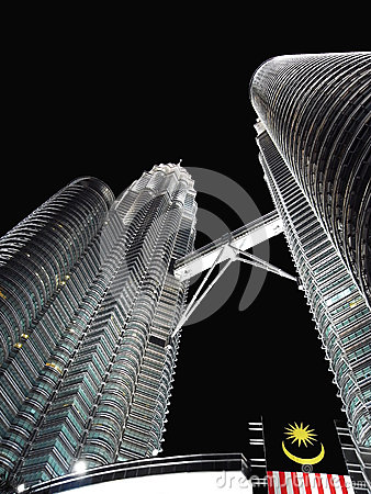 Petronas twin towers at night skyscraper, Malaisia