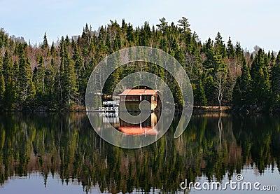 peu de maison au canada photo stock image 48028293 - Photo De Maison Au Canada