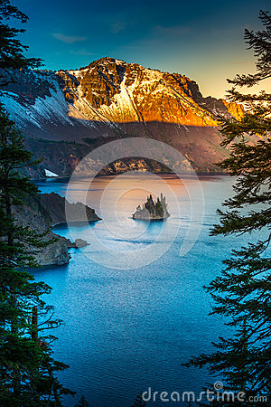 Free Phantom Ship Island Crater Lake Oregon Stock Photos - 82165393