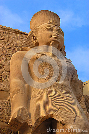 Free Pharaoh Statue In Karnak Royalty Free Stock Images - 28026059