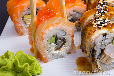 Philadelphia sushi roll with salmon roe