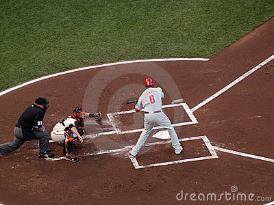 Phillies Ryan Howard swings at incoming pitch Editorial Stock Image