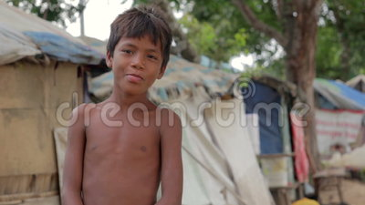 Father And Daughter In Cambodian Slums Vídeo stock 3037537
