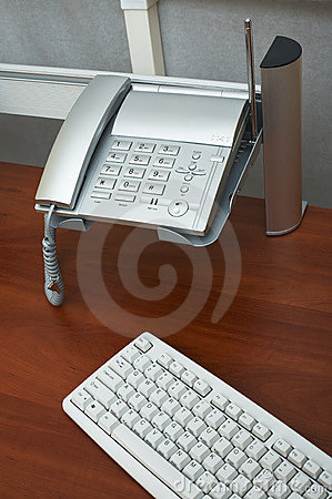 Free Phone And The Keyboard Royalty Free Stock Images - 3061139