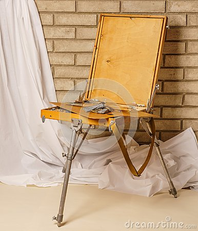 Free Photo Of Artist Tool Box. Painter`s Case With Portable Easel. Th Royalty Free Stock Photos - 105179338