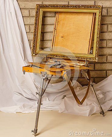 Free Photo Of Artist Tool Box. Painter`s Case With Portable Easel. Th Stock Image - 107372471