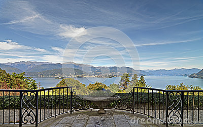 Photo panoramic of lake in stresa