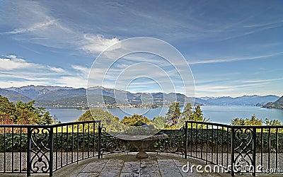 Photo panoramic of lake in stresa