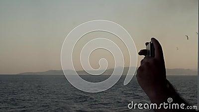 Photo prise à main par un mâle de Sailboat, mer, soleil, bleu, mer, horizon et océan avec téléphone Voyage clips vidéos