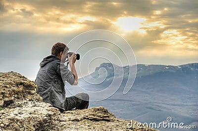 Photographe sur la roche