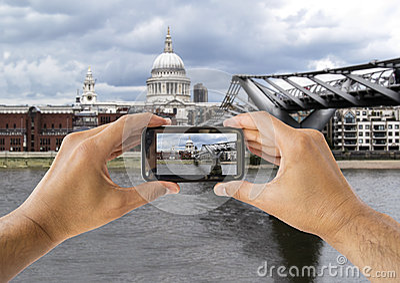Photographie à St Paul Cathedral et à pont de millénaire