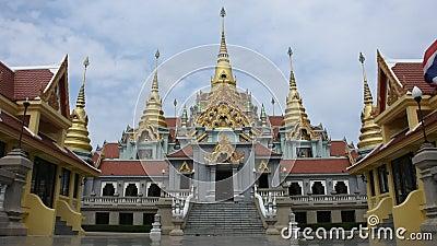 Phra Mahathat Chedi Phakdi Prakat in Klap Saphan in Prachuap Khiri Khan, Thailand stock videobeelden