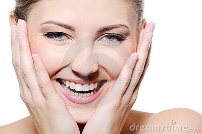 Piękna czysty twarzy kobieta szczęśliwa