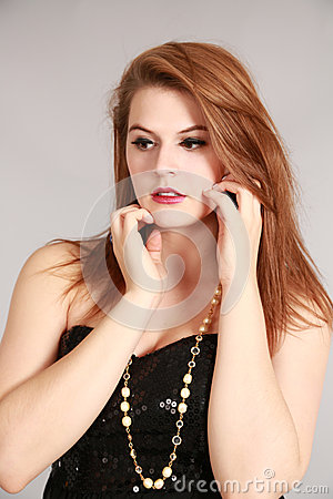 Piękno strzelający młoda kobieta