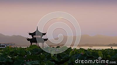 Piękny wschód słońca z antyczną pagodą zbiory