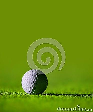 Piłka golfowa idealnie