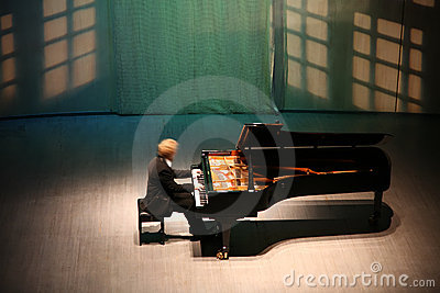 Pianist after the piano
