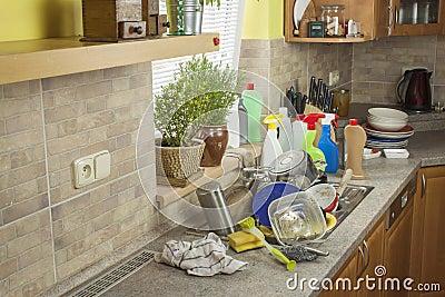 Piatti sporchi nel lavandino dopo le celebrazioni di - Lavandino cucina ristorante ...
