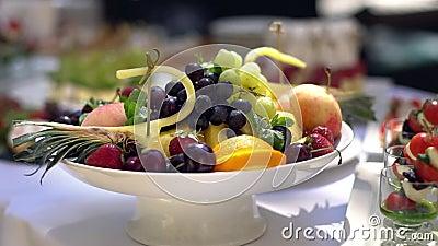 Piatto della frutta, approvvigionamento Bello e saporito video d archivio