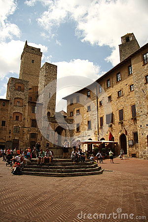 Piazza della Cisterna in San Gimignano (Italy) Editorial Stock Photo