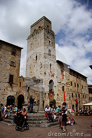 Piazza della Cisterna in San Gimignano (Italy) Editorial Photography