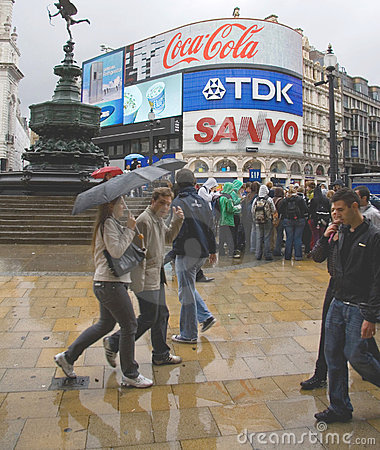 Piccadilly Circus crowd Editorial Photography