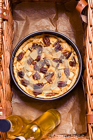 Picnic basket with pie