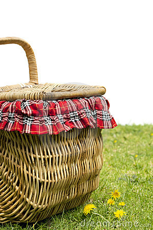 Free Picnic Basket Royalty Free Stock Photo - 11339885