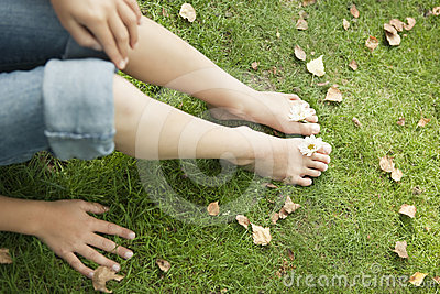 Picnic Feet with Daisies