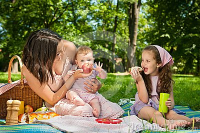Picnic - mother with children