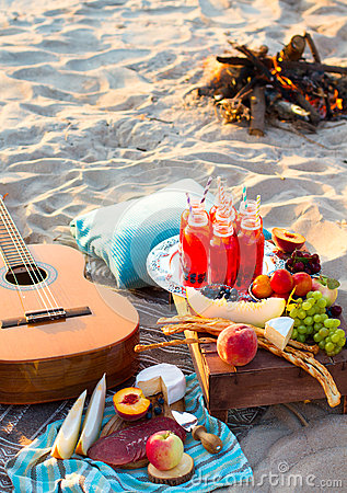 Free Picnic On The Beach At Sunset In The Boho Style Stock Photos - 63119723