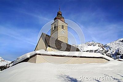 Picturesque winter landscape with Kirche. Lech