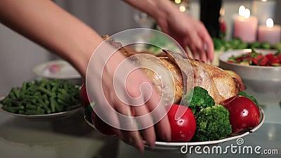 Piec indycza porcja na dziękczynienie stole zdjęcie wideo