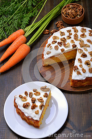 Free Piece Of Carrot Cake Stock Photography - 81493862