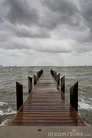 Free Pier On A Stormy Afternoon - Vertical Royalty Free Stock Photography - 6991947