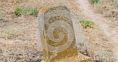 Pietra medievale tradizionale della tomba del tartaro stock footage