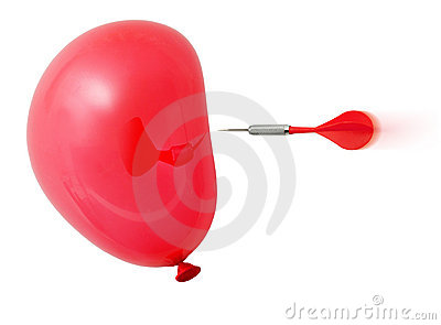 Pijltje ongeveer om rode ballon te raken