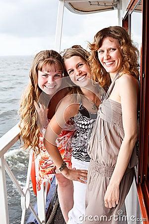 Piękni pokładu kobiet statku trzy potomstwa