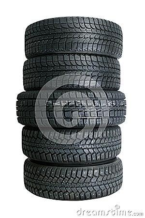 Pila de nuevos neumáticos