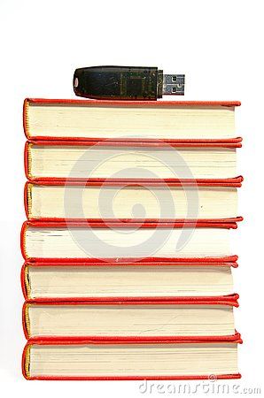 Free Pile Of Books With Flash Drive On The Top Royalty Free Stock Images - 132731799