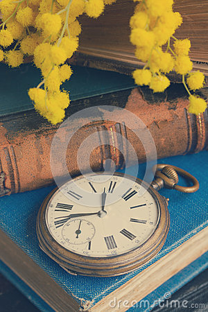 Free Pile Of Old Books With Pocket Watch Royalty Free Stock Image - 52812696