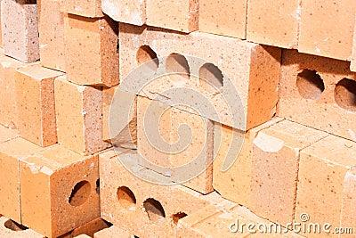 Pilha de tijolos vermelhos