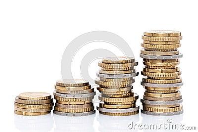 Pilhas crescentes de moedas