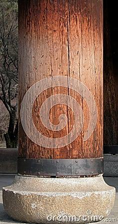 Pilier en bois