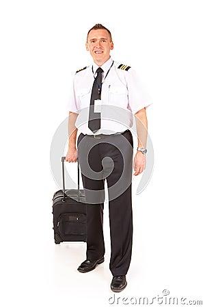 Pilote de compagnie aérienne avec le chariot